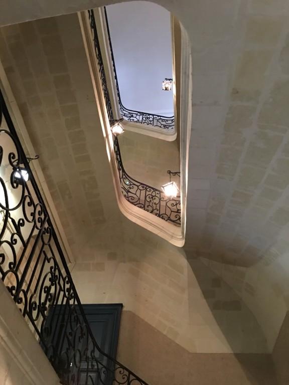 Appartement refait à neuf situé Place de La Bourse
