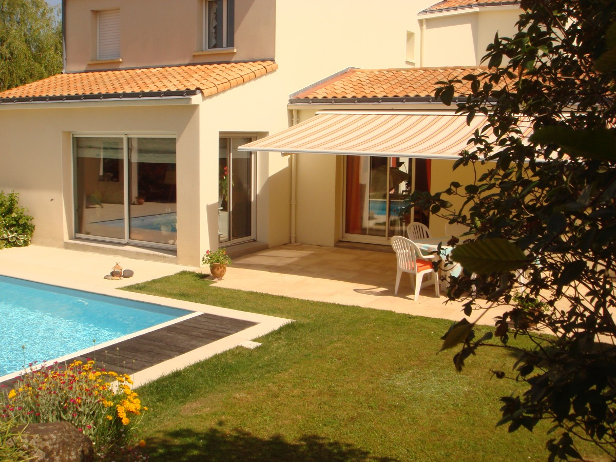 Contemporaine : 2 suites, 2 chambres, piscine, pool house